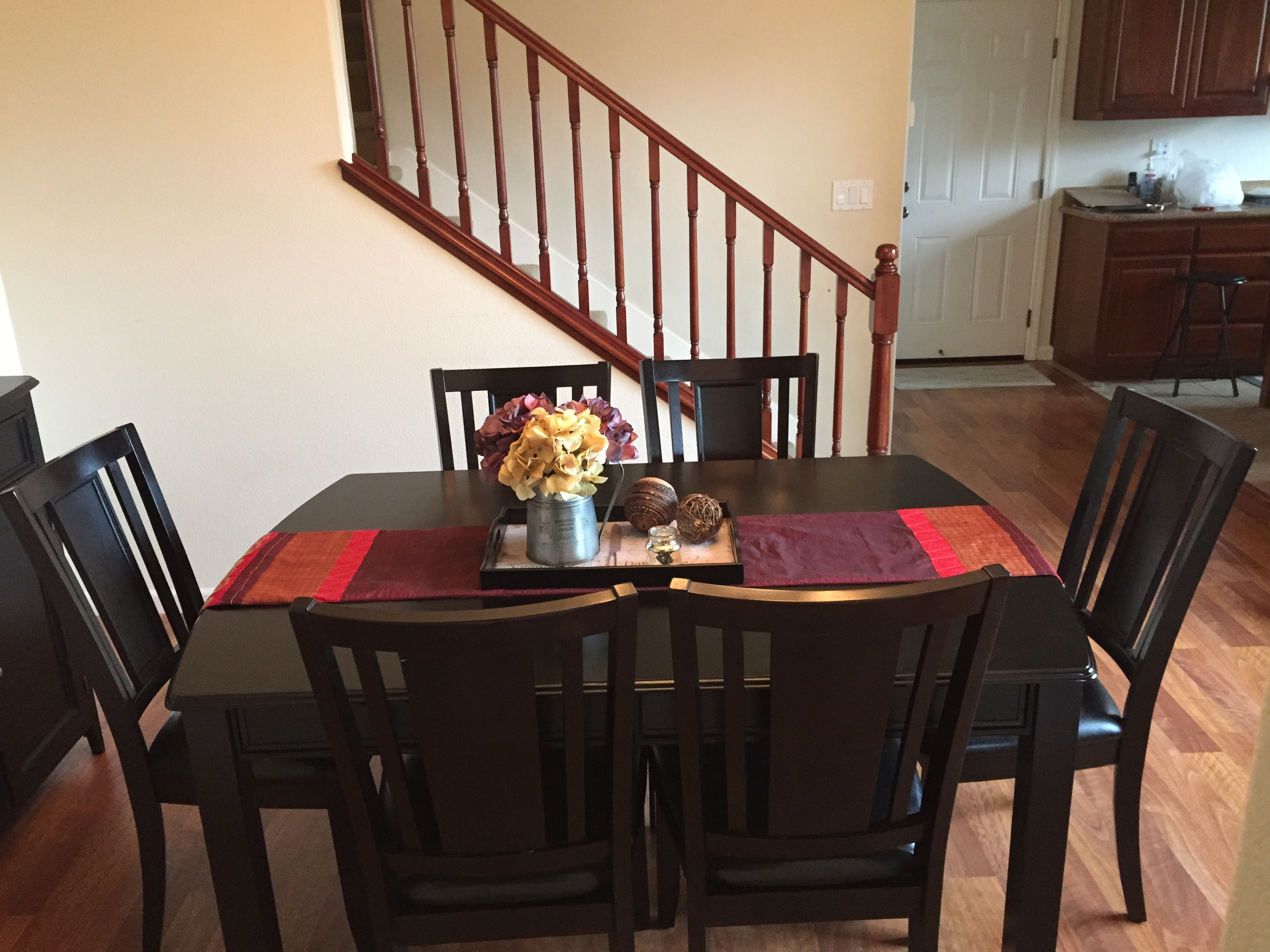 Expandable Dining Table and 6 Chairs for sale – $400